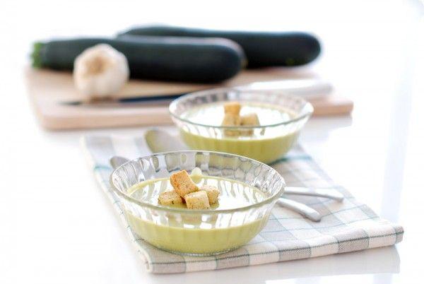 Crema de calabacín con puerro y patata. También se le puede añadir ajo y salsa de tomate.
