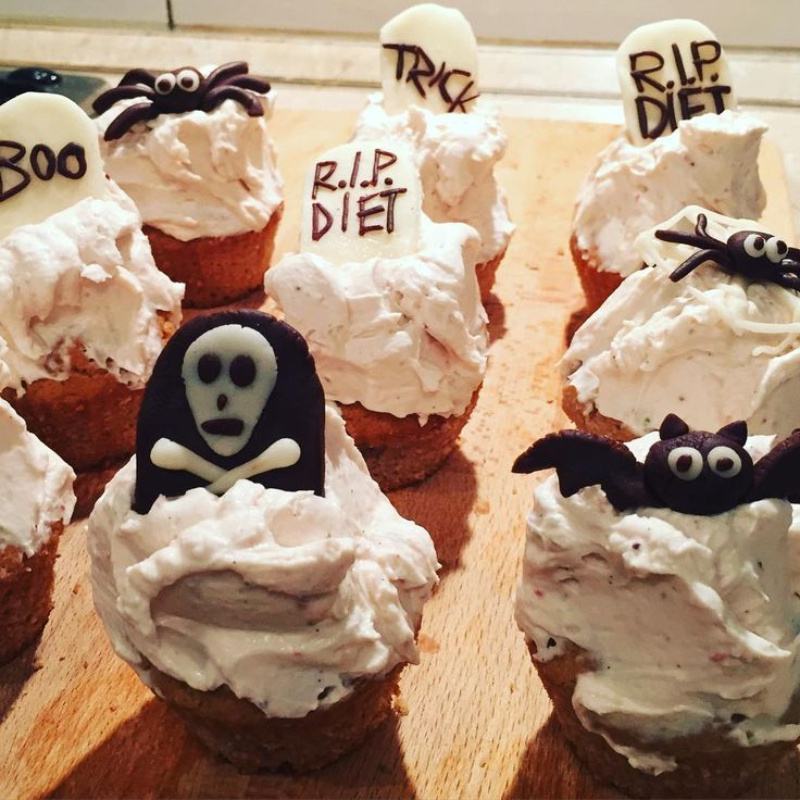 "@miss___delilah na Instagramie: ""Trick or treat?  #haloween #cupcakes #ripdiet #funday #baking #trickortreat"""