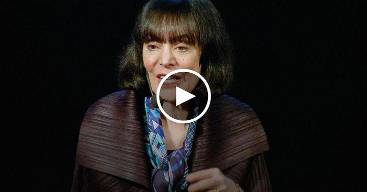 """Carol Dweck beschäftigt sich mit """"wachstumsorientierter Einstellung"""", der Vorstellung, dass wir in unserem Gehirn Fähigkeiten ausbauen können, um Probleme zu erkennen und zu lösen. In diesem Vortrag beschreibt sie zwei Vorgehensweisen, um mit Problemen fertig zu werden, die ein Tick zu schwer sind. Ist man nicht klug genug ... oder hat man nur die Lösung einfach noch nicht gefunden? Eine großartige Einführung zu einer einflussreichen  Thematik."""