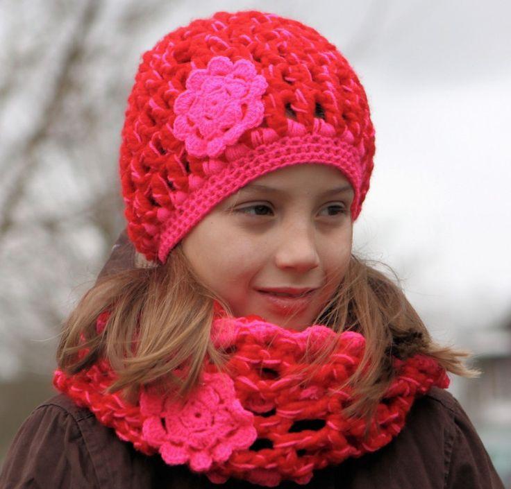 Rood met roze muts en sjaal