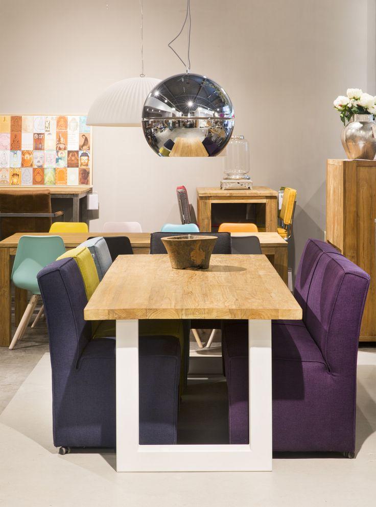 Comfortabele eetkamerstoelen aan een rustieke eetkamertafel met vintage lampen.  Zen Lifestyle is gevestigd in Wijchen bij Nijmegen en heeft showroom van 10.000 m². Natuurlijk vind je in onze winkel onze eigen producten, zoals ons aanbod vintage en retro banken, onze topsellers, zoals het vintage tv-dressoir Stan. Maar ook hebben wij de mooie collectie van Zuiver en Duchtbone en vind je er nog veel meer topmerken, zoals Be Pure, JouwMeubel, UrbanSofa, Fatboy, Makkii, Woood etc.
