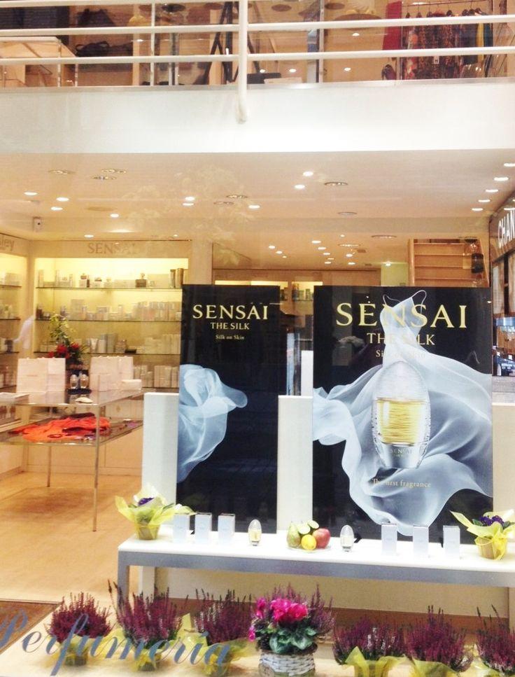 Escaparate semana del 2 al 7 de Noviembre. Presentación del primer perfume de Sensai.