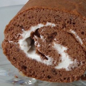 Jemná kakaová roláda se smetanou nebo džemem
