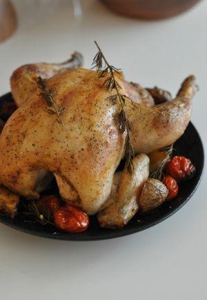 「丸鶏のローストチキン」クリスマス気分が盛り上がるローストチキン。ガーリックライスのスタッフィングで簡単に!【楽天レシピ】