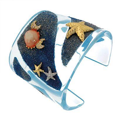Misis- Trasparenze d'acqua cristallina giocano coi fondali e lasciano intravvedere giocose stelle marine d'oro e d'argento.http://www.sfilate.it/226613/i-colori-dei-gioielli-cielo-mare