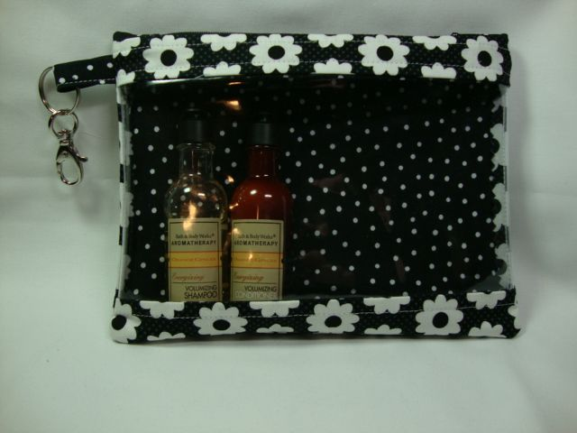 Tutorial - Quart-Sized Travel Bag with Window by Duff at Bacon Then Eggs