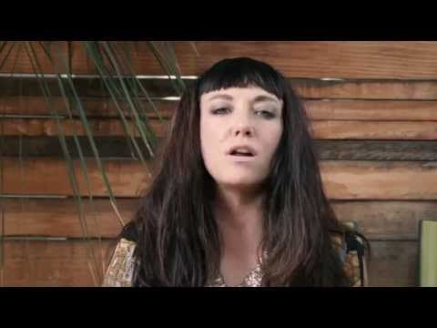 The Coathangers - Watch Your Back (OFFICIAL MUSIC VIDEO) - YouTube