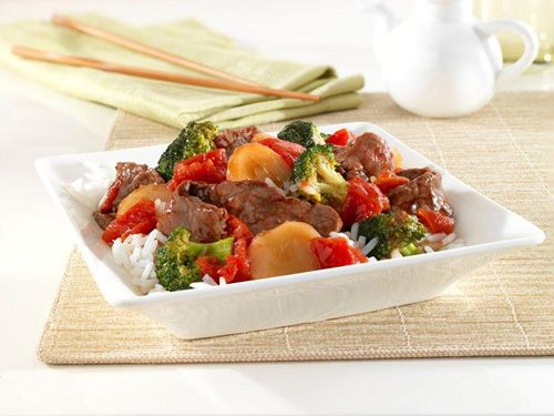 Teriyaki Beef Bowl: Beef sirloin steak with broccoli, tomatoes and water chestnuts in a tasty teriyaki sauce, served over fluffy white rice