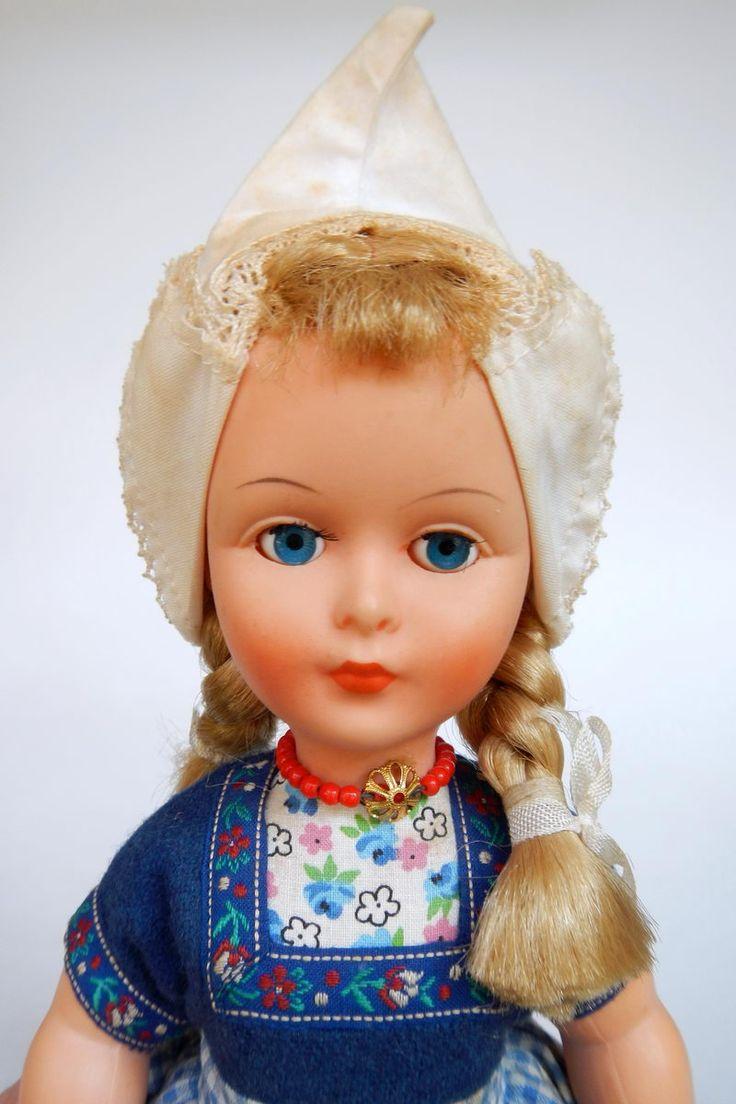 Netherlands Dovina Doll Volendam Label 30 cm - poppentopper.com
