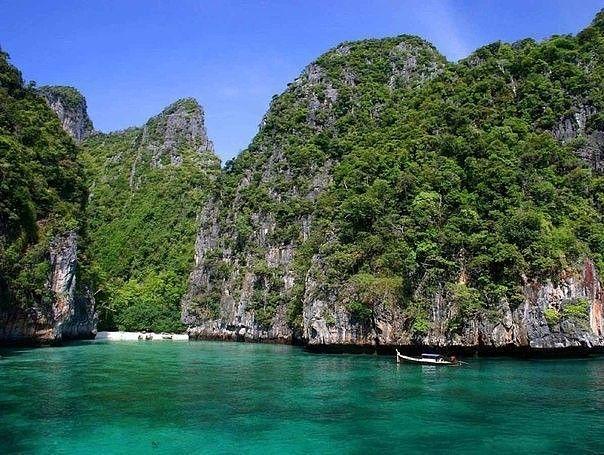Пхи-Пхи — архипелаг в Таиланде, являющийся одним из популярных курортов этой страны.