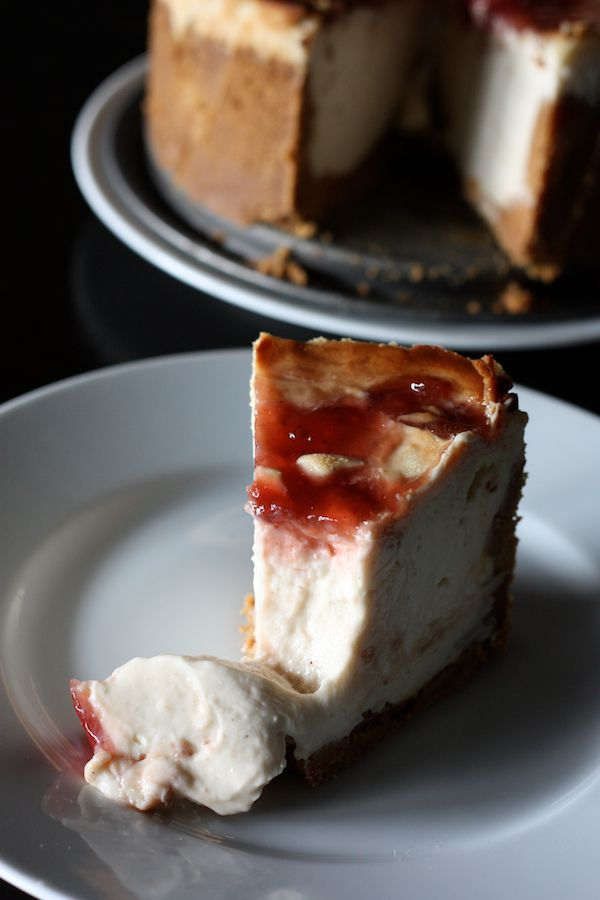 The ideal cheesecake with light cream cheese and strawberry jam http://blogs.cotemaison.fr/cuisine-en-scene/2013/09/09/le-cheesecake-ideal-allege-et-a-la-confiture-de-fraise/#more-9879