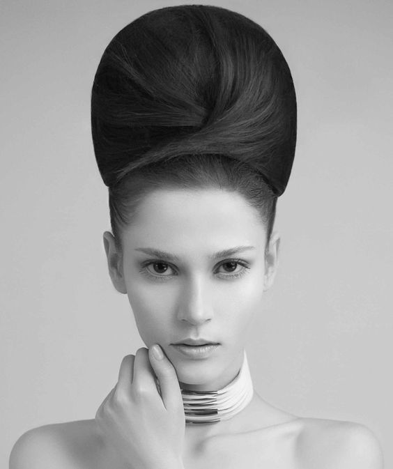 chignon rond avec beau volume | Big bun hair, Artistic hair, Pretty hairstyles