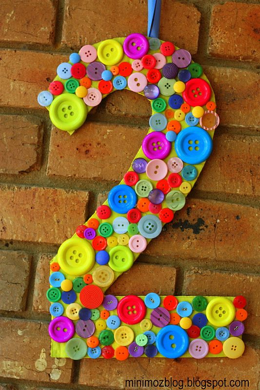 Botões em número como decoração - rainbow