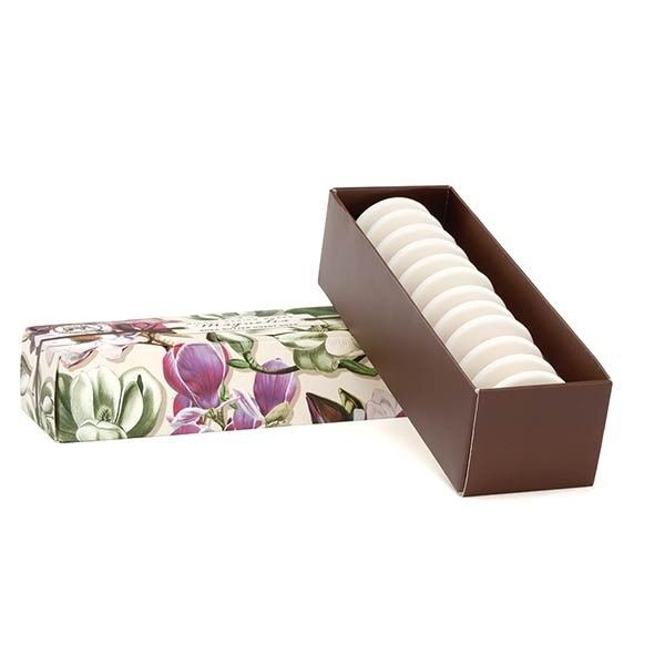 MAGNOLIA Guest Soap Set Están hechos de aceite de palma vegetal puro y enriquecido con mantequilla de karité humectante para mantener la piel suave y flexible.