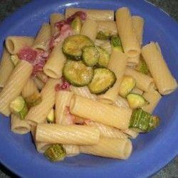 Pasta con pancetta e zucchine