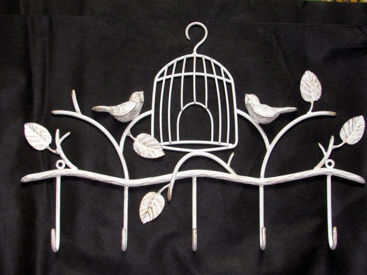 А к нам птички прилетели!  Романтичная вешалка в стиле прованс для настоящей принцессы. Прокатаный пруток в точности имитирует ветвь дерева, объемные птички и листики радуют глаз. Прочные крючки для одежды. Длина 50 см. Вес 1,5 кг.