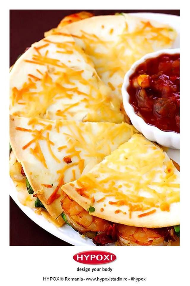 Azi va propunem o reteta pe care sa o savurati cu cei apropiati: quesadilla cu creveti si crusta de parmezan. #Hypoxi #HealthySkin