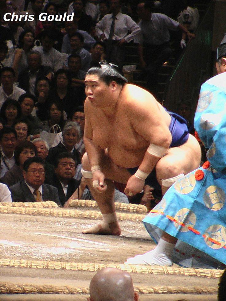 Retired wrestler Tamanoshima psyching himself up for battle, September 2007