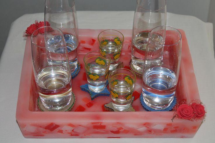 https://flic.kr/p/yY4g4R | VASSOIO RETTANGOLARE EFFETTO MARMO – REALIZZATO IN CERA | Vassoio rettangolare effetto marmo – nei colori rosso, rosa e bianco – realizzato in cera. Decorato con quattro roselline rosse in feltro. Dimensioni: 320 x 245 x 60 mm. Al profumo 100% naturale di arancio dolce.  Oggetto artigianale, realizzato in cera.  Per saperne di più visita il sito:  www.ilmiomondoincera.com