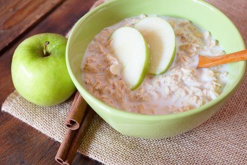 Avez-vous déjà essayée le smoothie à l'avoine et à la pomme verte? De nombreux médecins et nutritionnistes recommandent ce remède pour prendre soin de sa santé et de son poids.