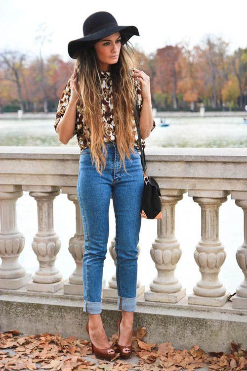 long hair, hat, brown top, cropped jeans, heels.