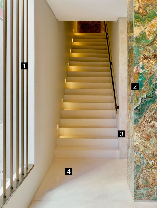 Pedra textura e metais se misturam em projeto de escada for Comprar murales para pared