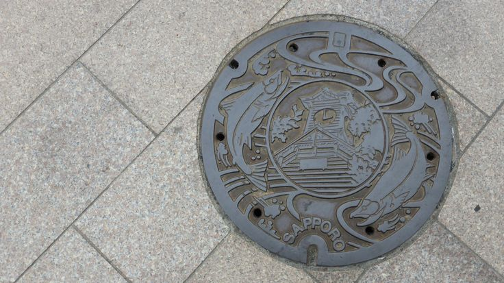 I love this manhole from Sapporo, it reflects the fishing industry of Hokkaido well.