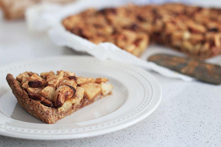 Zin in een lekker stuk appeltaart, maar wil je jetoch graag aan je goede voornemens houden? Geen probleem! Elise maakt deze havermoutappeltaart met honing.