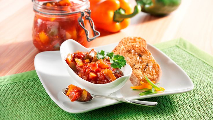 Sweet pepper and tomato chutney - It's Pepper Time
