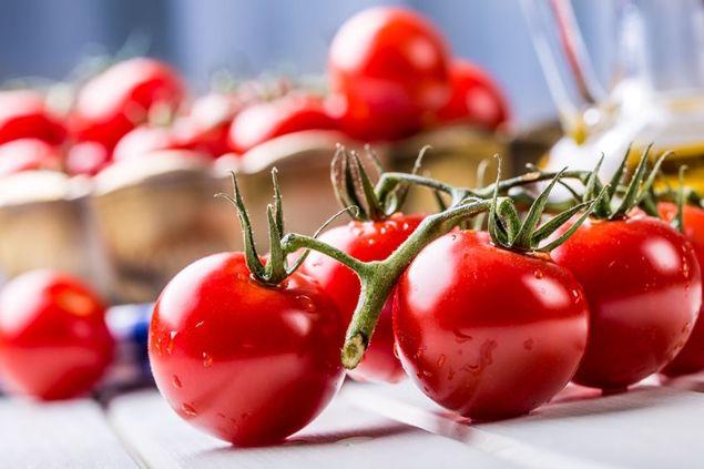 Tomato adalah jawapan untuk kulit yang mulus dan berseri tanpa sebarang cela. Ia adalah bahan organik terbaik untuk kecantikan kulit yang berseri.