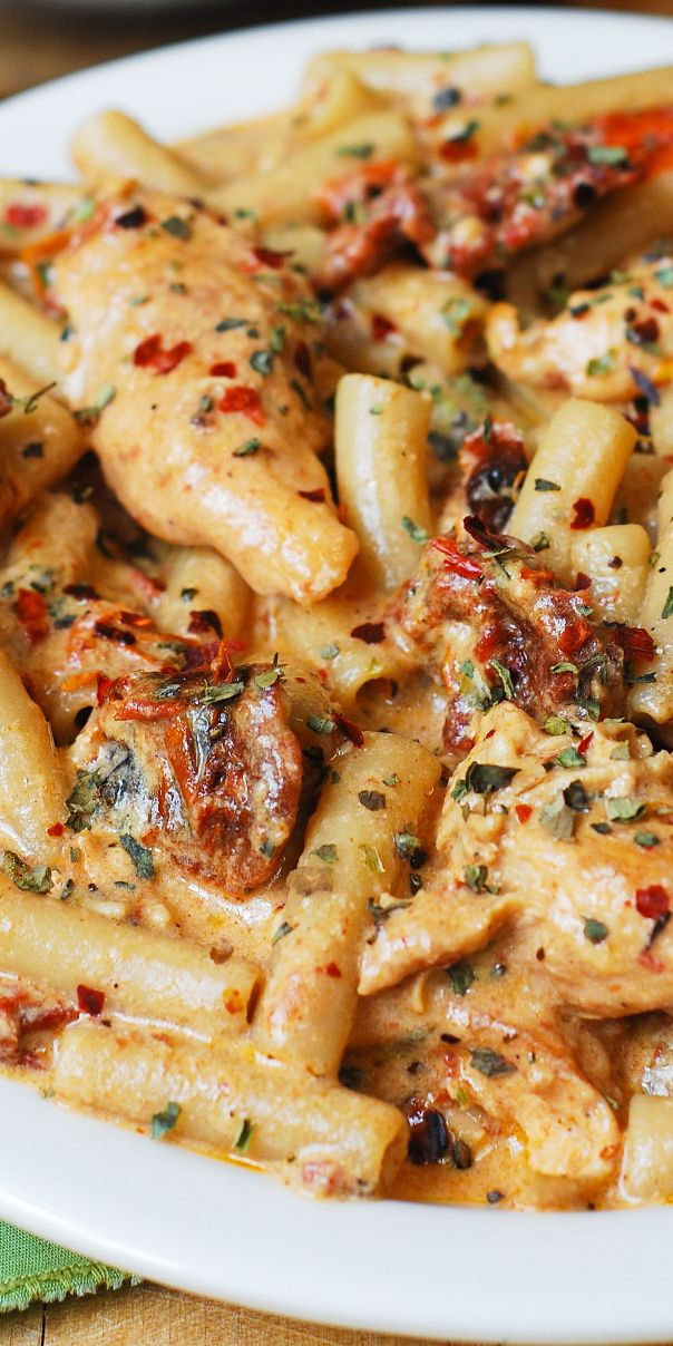 Chicken Mozzarella Pasta with Sun-Dried Tomatoes. #chickenpasta #pastarecipes