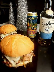 sweet-jerk-sammie-by-allsauced-com-with-glenlivet-scotch-whisky-and-flying-monkeys-american-brown-ale