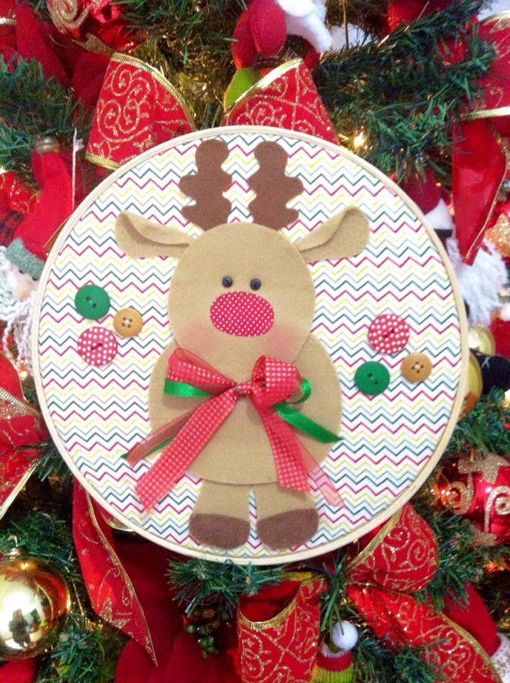 Conjunto com 3 quadro bastidor Natal.  Os bastidores são no tamanho 22, confeccionados em tecido 100% algodão e feltro. A cor dos tecidos pode alterar de acordo com a disponibilidade em estoque.