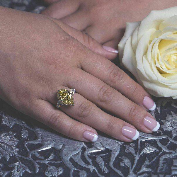 желтый бриллиант  -  символ жизнерадостности и вдохновения. Телефон клиентской службы CLUEV +7 495 773 93 22  #cluev #hautejoaillerie #jewelery #PreciousStones #diamond
