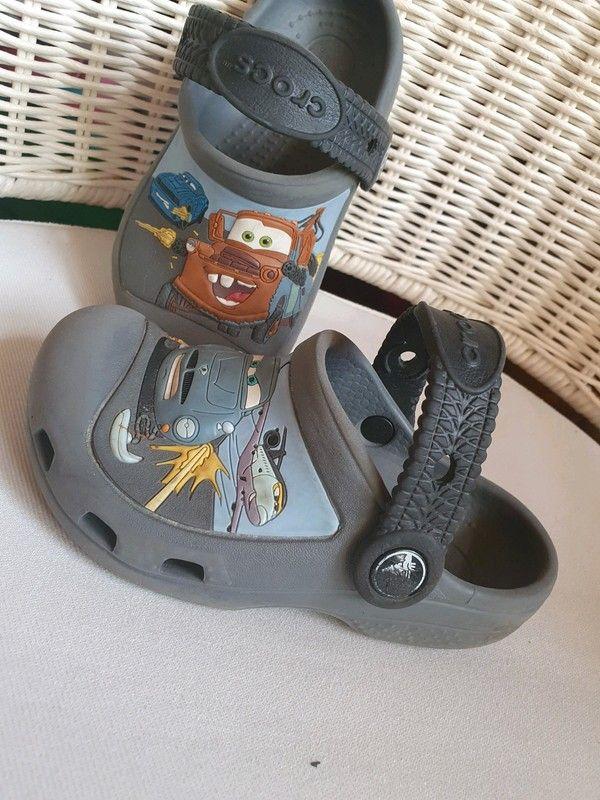 Crocsy Z Serii Cars Disneya Rozmiar 8 9 Tj 25 26 Dl 16 16 Cm Zapraszam Na Inne Moje Aukcje Https Pin It 6 Mens Flip Flop Flip Flops Shoes