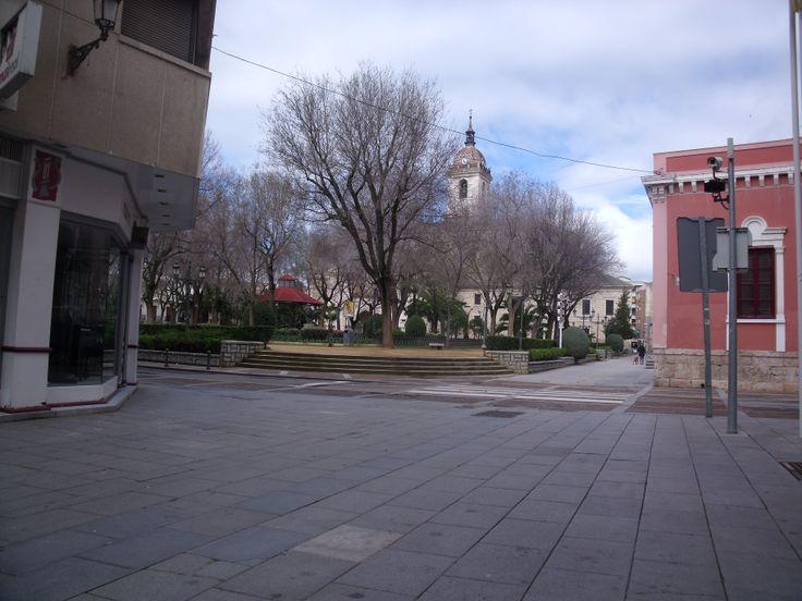 Sus parques, sus gentes . Es una vista de los Jardines del Prado.