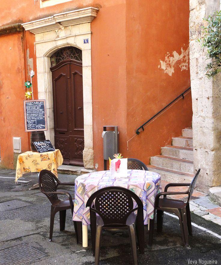 A table! Graze, Provença, França, foto de Véva Nogueira