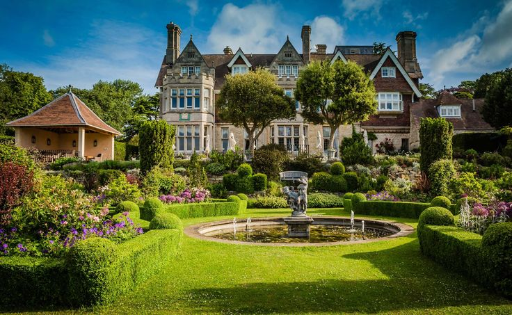 A Victorian House, elegantly converted into a prestigious hotel, Hambleton Hall is hidden away in the heart of the Midlands, in Rutland. England's smallest county is also home to the largest artificial lake in Europe.