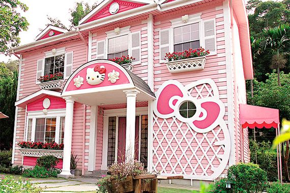 Hello Kitty House (Joanne Teh/Flickr)  OK .. is it a play house or a dog house?House Design, Dreams Home, Pink House, Dream Homes, Future House, Hello Kitty House, Dreams House, Hellokitty, Dream Houses
