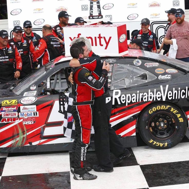 Family owned NASCAR team takes it to the super teams in a 10-year-old racecar https://racingnews.co/2017/08/28/jeremy-clements-racing-family-owned-nascar-team-wins/ #jeremyclements
