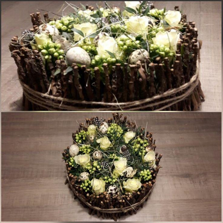 Mooie paastaart met bloemen