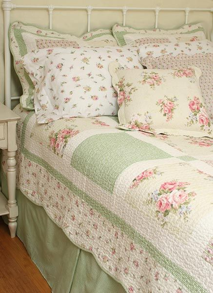 Chic country cottage quilt set