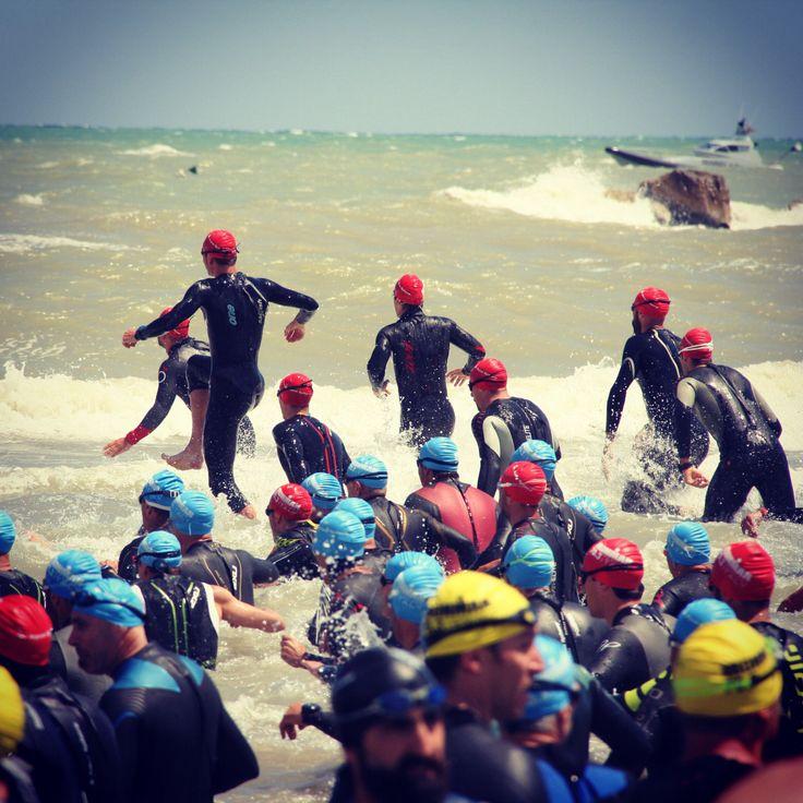 #triathlon la partenza della prova di nuoto #Pescara #Abruzzo #ironman 70.3 - 1jun14