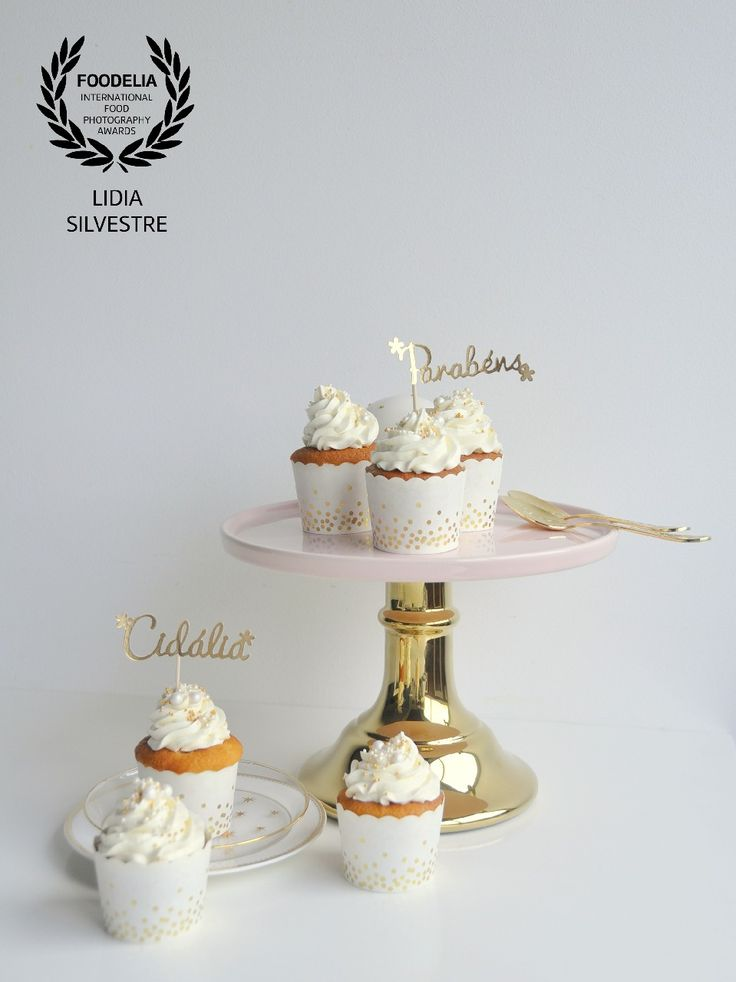 Golden party cupcakes!              Visit our blog at www.lcake.pt!