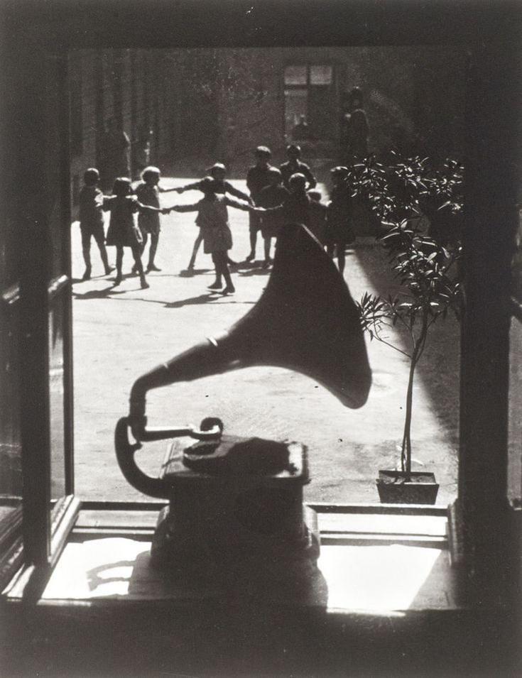 Gramophone, 1923 by Martin Munkacsi #istanlook