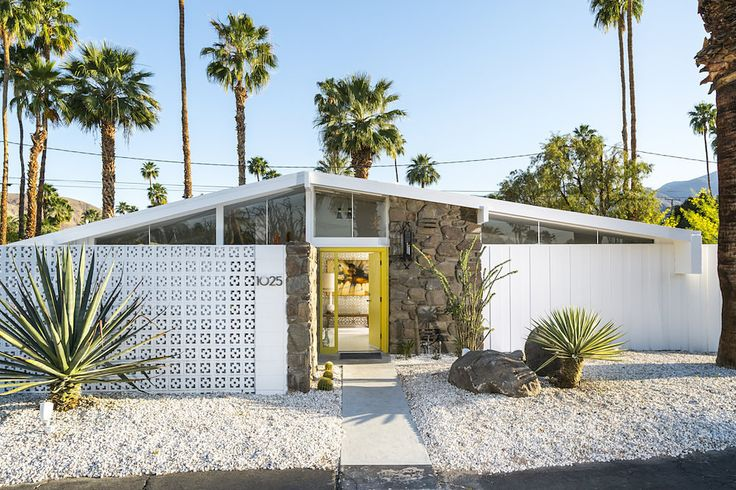 Love the yellow door. A house like this in the Bay Area would be so much more. Time to move to Palm Springs?