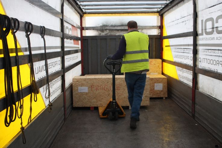 Our staff and warehouse are suitable to international trade with a logistics knowhow that allows shipments to countries all over the world at low prices.