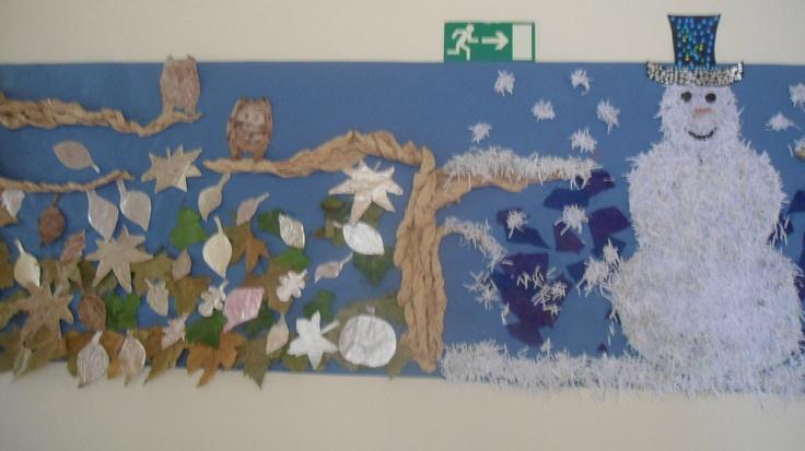 Mural per al passadís de l'escola. la part esquerra representa la tardor i està ellaborada amb fulles de paper d'alumini decorades amb grafismes.  La de la dreta és l'hivern i està decorada amb u ninot de neu realitzat amb paper de la trituradora de l'escola.