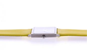 Reloj amarillo extraplano. http://www.tutunca.es/watchcelona