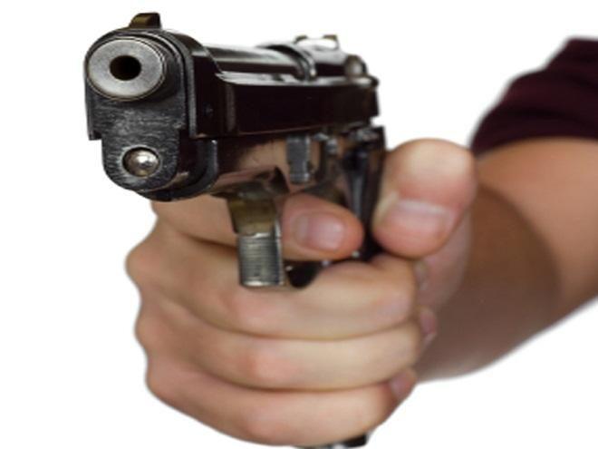 लेन देन को लेकर डेयरी मालिक को गोली मारी